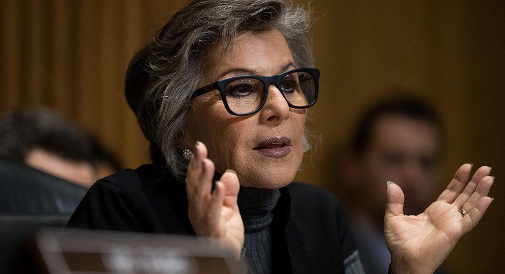 Thượng nghị sĩ Đảng Dân Chủ bang California - bà Barbara Boxer.