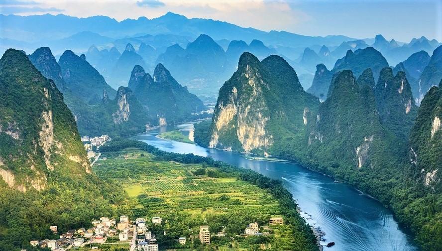 Theo văn hóa Trung Hoa xưa, long mạch trên mặt đất đối ứng với nhân mạch trên nhân gian, và thiên mạch trên trời.