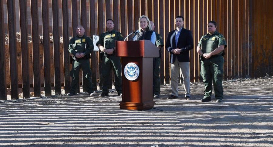 BàKirstjen Nielsen phát biểu tại lễ khánh thành 4km tường biên giới Mexico đầu tiên