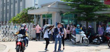 Trường ĐH Tài chính – Marketing: Phản đối hay không với quy định học sinh mặc áo thun không cổ?