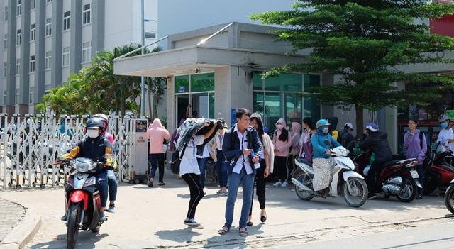 Trường ĐH Tài chính - Marketing: Phản đối hay không với quy định học sinh mặc áo thun không cổ?