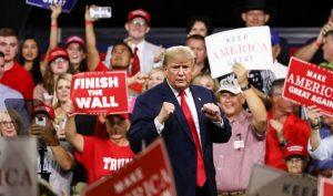 Người ủng hộ ca ngợi sự cứng rắn của Tổng thống Trump trong đàm phán thương mại