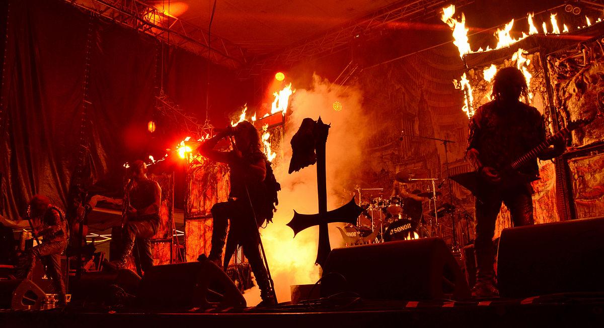 Âm nhạc kích động cũng nằm trong một phần nghi lễ của Satan giáo. (Ảnh qua wikimedia.org)