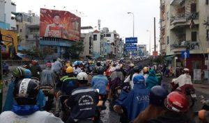 Điệp khúc kẹt xe của người dân Sài Gòn khi qua lô cốt