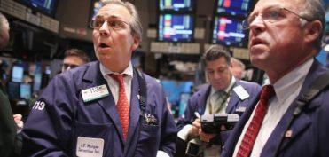 Giá dầu tụt dốc, chứng khoán Mỹ tơi bời