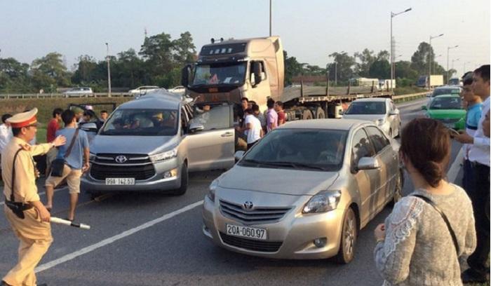Nhiều xe đi lùi trên đường cao tốc: Phạt quá nhẹ!.2