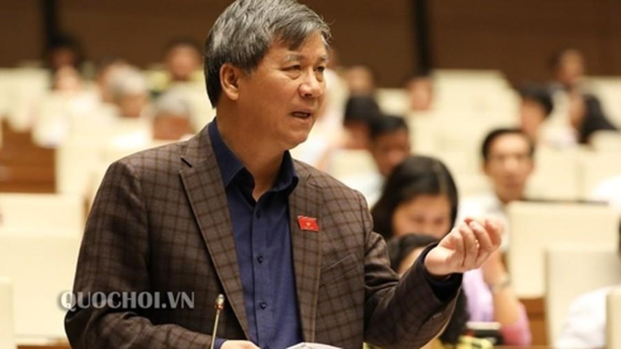 """Cán bộ """"tay đã nhúng chàm"""", không đủ uy tín, không đủ điều kiện năng lực thì nên từ chức"""", đại biểu Nguyễn Anh Trí nêu ý kiến."""