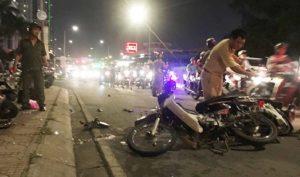 Sài Gòn: Ôtô tông hàng loạt xe máy, một người tử vong