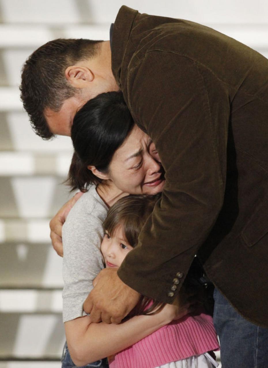 Lòng tốt không phải điều gì quá cao xa, nó đôi khi chỉ là một cái ôm an ủi giữa người với người.