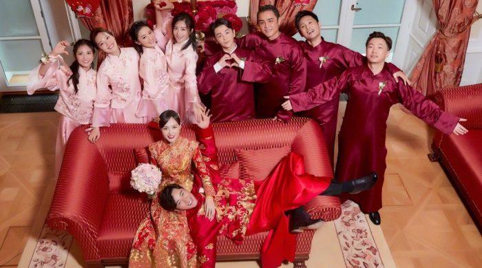 Bộ áo cưới truyền thống thêu chỉ vàng trong đám cưới cổ tích của Đường Yên - La Tấn