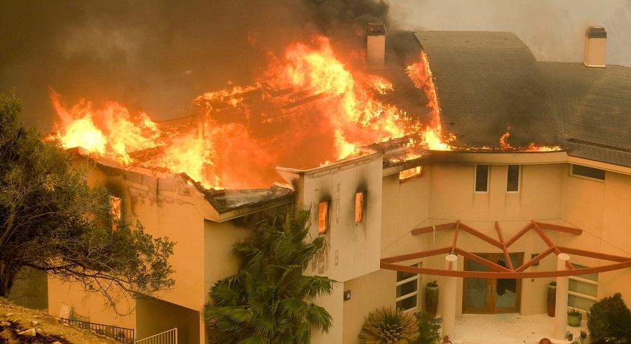 Nhà của Lady Gaga và hàng loạt sao Hollywood bị cháy.  Ảnh 1
