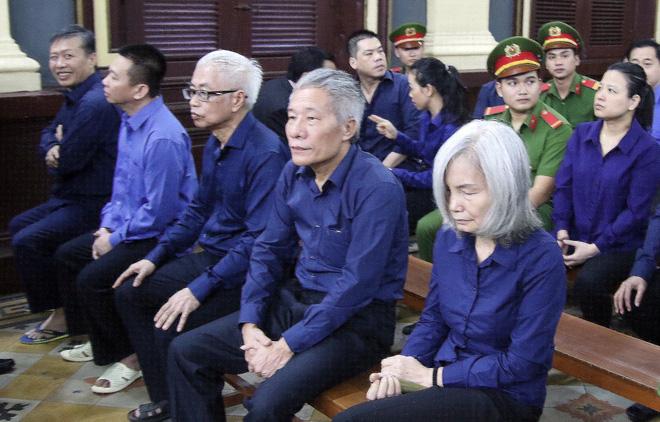 à Nguyễn Thị Kim Xuyến cùng các đồng phạm tại phiên xử.