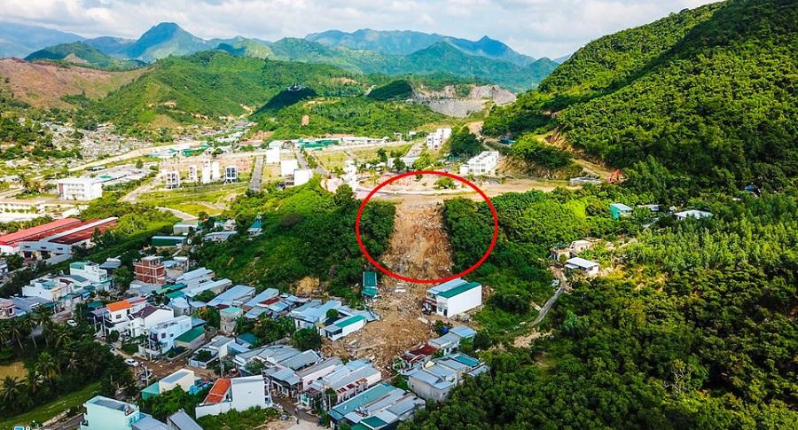 Thi công trái phép khiến hồ nước vỡ gây sạt lở ở Nha Trang. Ảnh 1