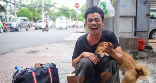 Chú chó mù của anh đánh giày câm bỗng mất tích, nghi bị bắt trộm