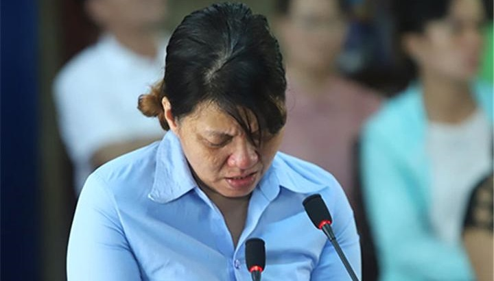 Bị cáo Đinh Thị Hồng, chủ cơ sở giữ trẻ Mẹ Mười tại phiên tòa sáng 11/11.