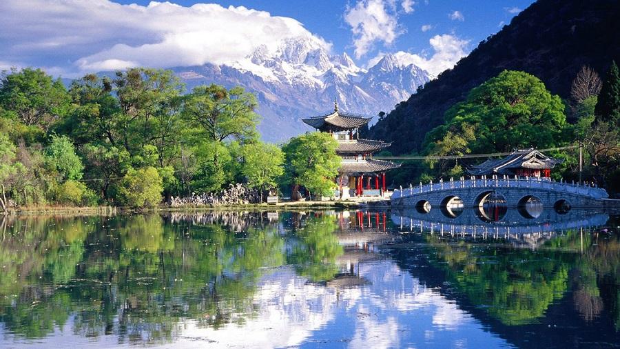 Ở gần núi thì cuộc sống thịnh vượng. (Ảnh qua wallpaperose.com)