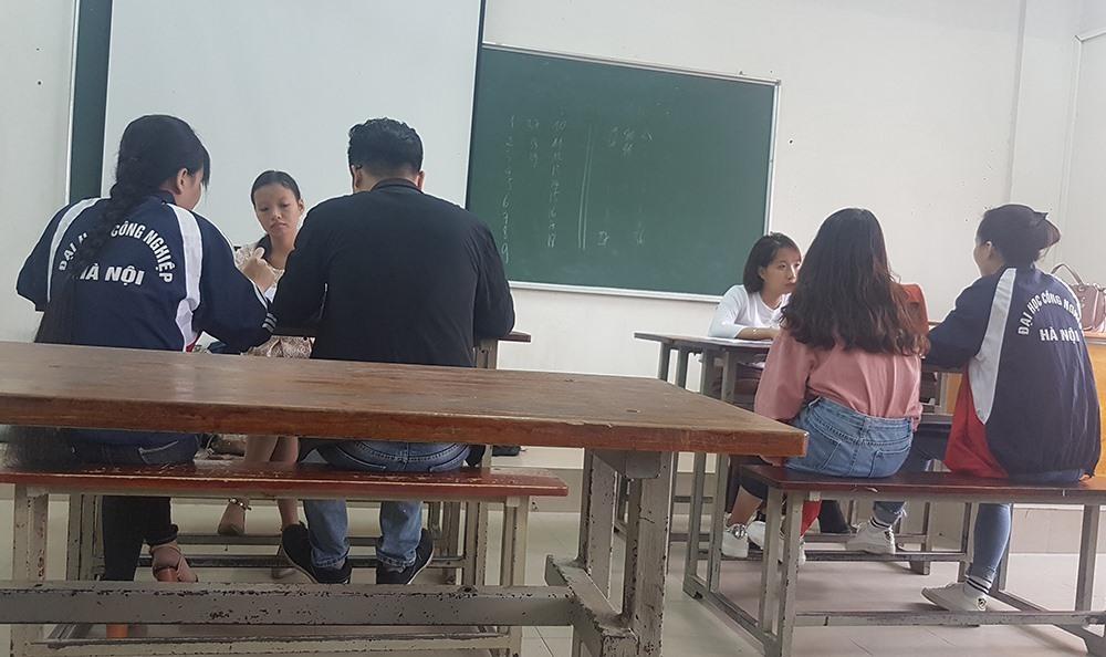 """Bên trong một phòng thi """"chống trượt"""" của Đại học Công nghiệp Hà Nội."""