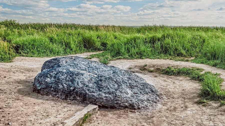 Bí ẩn những hòn đá thần kỳ biết 'đi', biết 'khóc' như có sinh mệnh - ảnh 1
