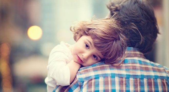 """""""Sao con không được ngồi lên đùi cha?"""". Câu trả lời của ông bố khiến người đọc suy ngẫm"""