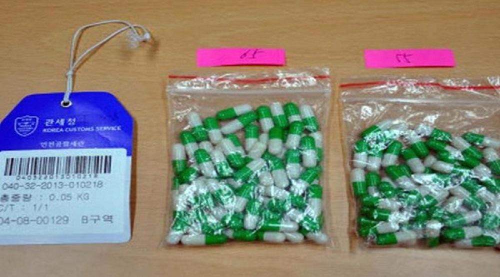 Các viên thuốc dạng con nhộng chứa bột thịt người được cơ quan hải quan Hàn Quốc tịch thu ở TP Daejeon. (Ảnh: SBS)