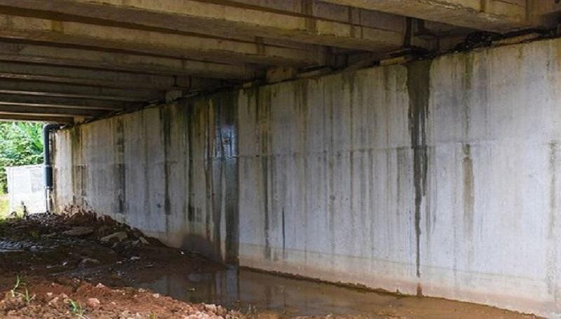 Cầu chui VD09B trên cao tốc đoạn qua xã Bình Trung bị thấm dột nước.(Nguồn: Internet)