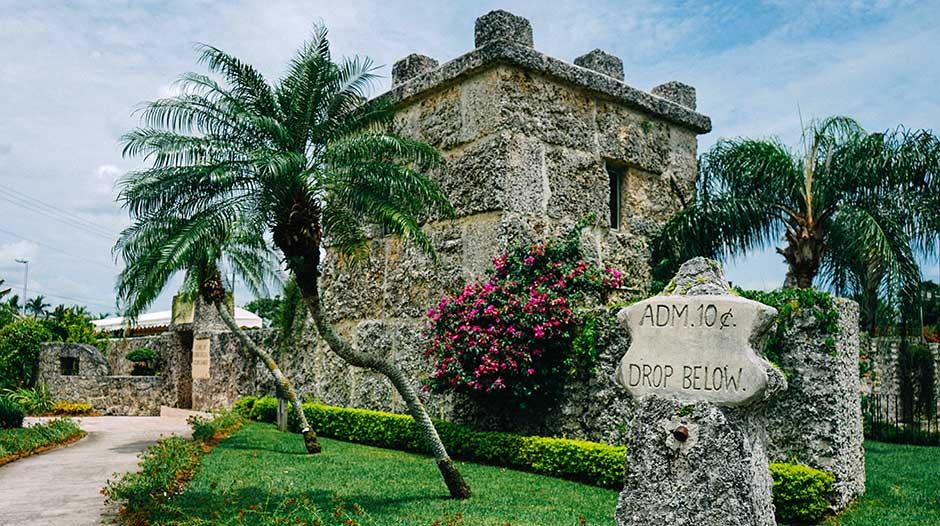 Lâu đài San Hô được xây từ những khối đá khổng lồ bởi một ngườiduy nhất vào năm 1923. (Ảnh: Miami and The Beaches)