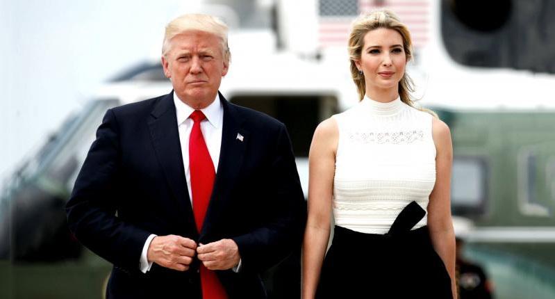Tổng thống Donald Trump vàcon gái IvankaTrump. (Ảnh quaAzteca America)