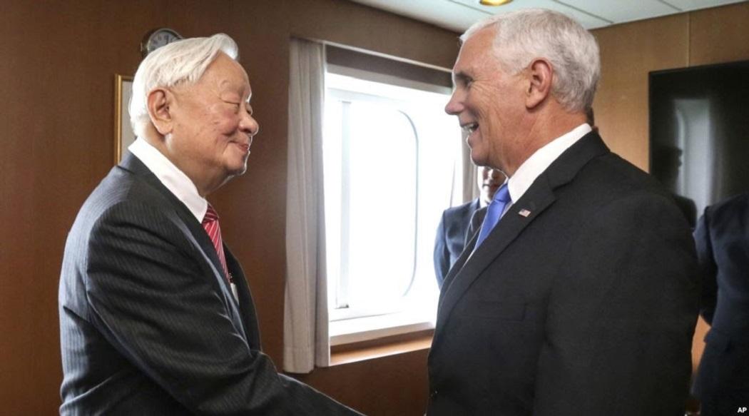Ông Pence gặp ông Trương bên lề Hội nghị Hợp tác Kinh tế Châu Á Thái Bình Dương. (Ảnh: Internet)