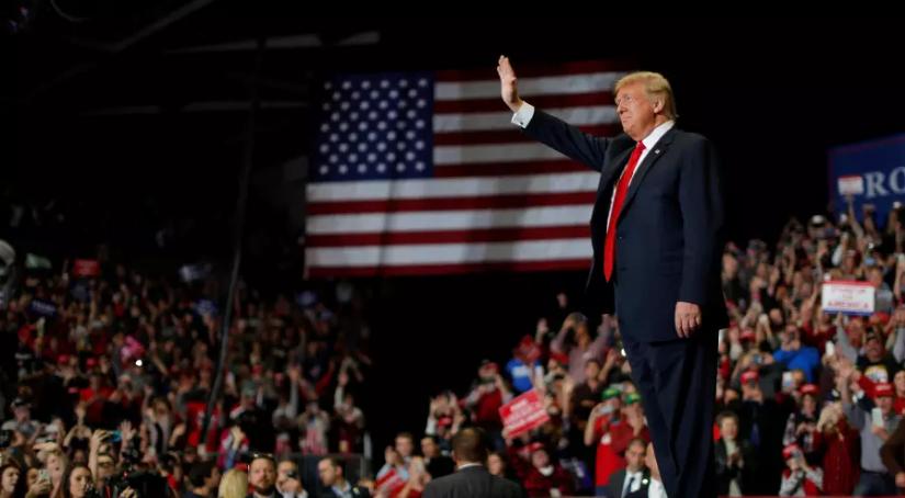 Tổng thống Donald Trump tại buổi mít-tinh lớn để vận động cho đảng Cộng Hòa.