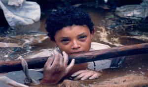 Bi kịch của em bé Colombia và đôi mắt đen hấp hối ám ảnh cả thế giới