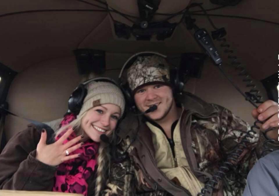 Hình ảnh cả hai vui vẻ trong trực thăng sau khi đính hôn không lâu trước đó. (Ảnh: Facebook)