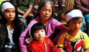 Bố chết đuối khi cứu vườn rau trong bão, 3 đứa con thơ ngơ ngác chưa hiểu chuyện gì