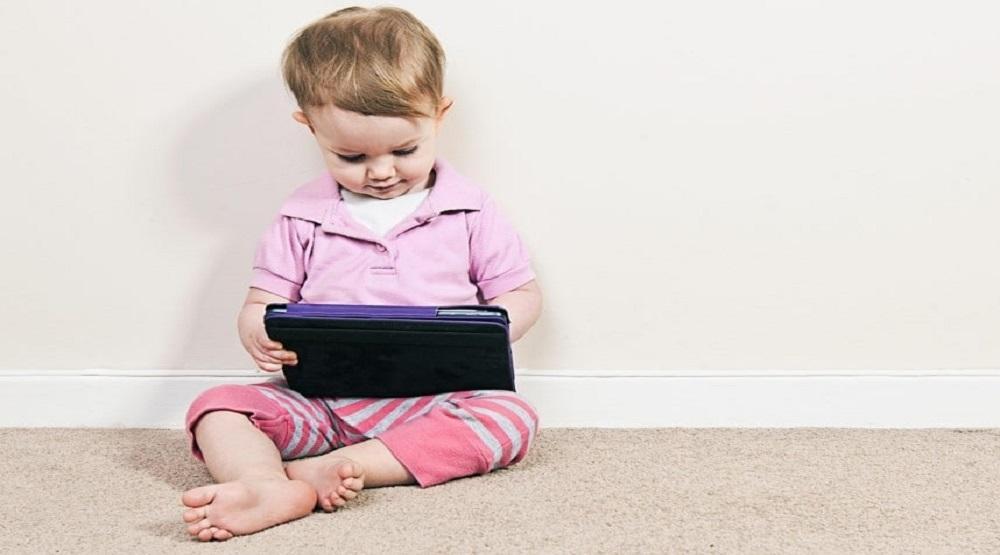 Thiết bị điện tử gây nguy hại tới sức khỏe của trẻ em. (Ảnh: Internet)