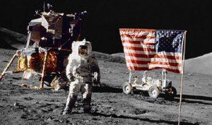 Neil Armstrong đã ghi tên mình vào lịch sử thế giới khi trở thành người đầu tiên đặt chân lên Mặt trăng. Sự việc quan trọng này diễn ra vào ngày 20/7/1969. (Ảnh: Internet)