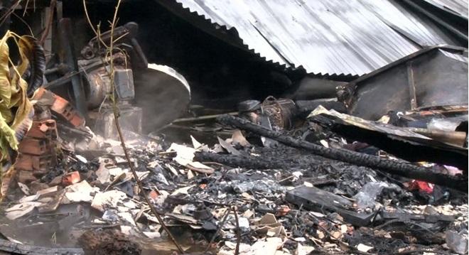 Cháy nhà, hàng xóm lao vào ngọn lửa cứu bà cụ bại liệt. Ảnh 1