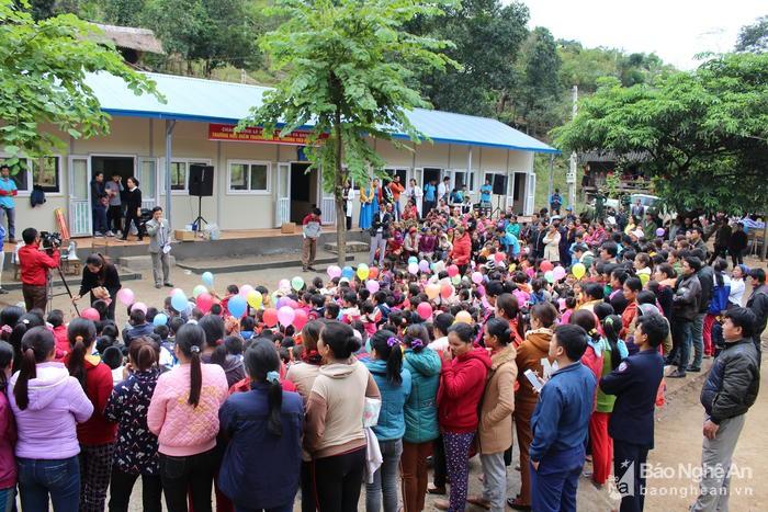 """Nhóm Thiện nguyện """"Nụ cười yêu thương"""" đã quyên góp 400 triệu đồng xây dựng lại điểm trường Chà Lo gồm 5 phòng học. (Ảnh: Baonghean.vn)"""