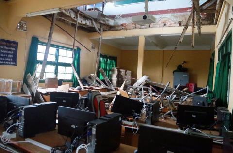 Bên dưới lớp học bị sập là phòng máy tính.