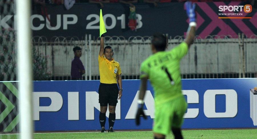 Bạn bè quốc tế khuyên người hâm mộ Việt ngừng chửi bới trọng tài. Ảnh 1