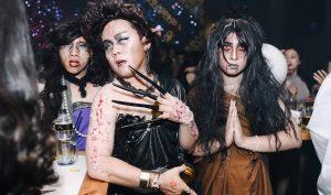 """""""Ma quỷ"""" tưng bừng xuống phố đêm Halloween, ngẫm lại thấy ghê sợ!"""
