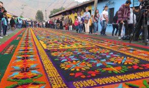 Những tấm thảm hoa tuyệt đẹp Antigua báo trước Lễ Phục Sinh ở Guatemala