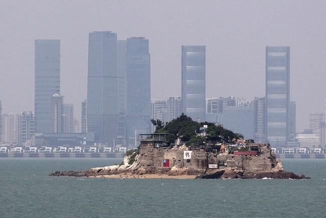 Đây là một quần đảo được Cộng Hòa Trung Hoa Kiểm Soát với Trạm quan sát gần nhất nằm ở Mashan, nơi cách Trung Quốc đại lục 1.800 mét. (Ảnh từ Theatlantic)