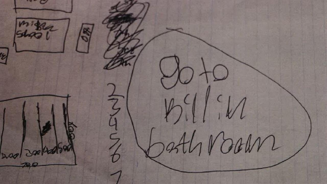 Giấy viết tay cho thấy hung thủ âm mưu sát hại bạn học trong phòng vệ sinh. (Ảnh qua WFA)