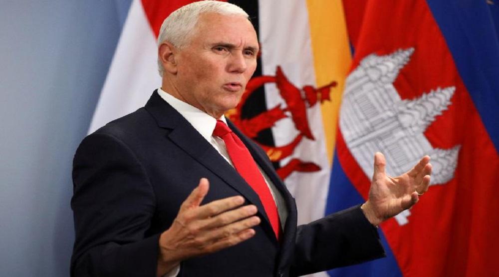 Phó Tổng thống Mike Pence phát biểu tại cuộc họp báo ở Singapore ngày 15/11. (Ảnh: Reuters)