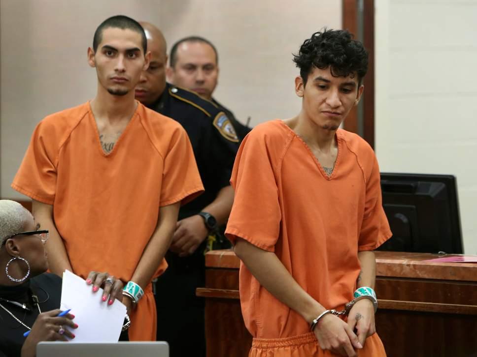 El Salvadoran, Diego Rivera và Miguel Alvarez-Florez đã bị buộc tội giết người ở Houston (Mỹ). Cả hai đều thuộc băng đảng MS-13 và là tín đồ Satan giáo.