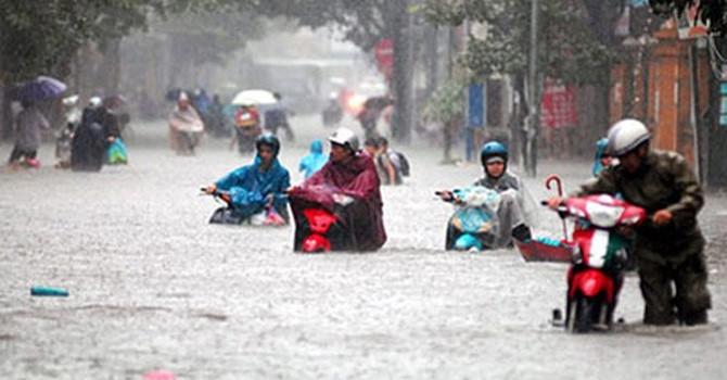Đầu tư hàng chục tỷ đồng thê nhưng người dan TP HCM vẫn khổ mỗi đợt mưa về. (Ảnh: Internet)