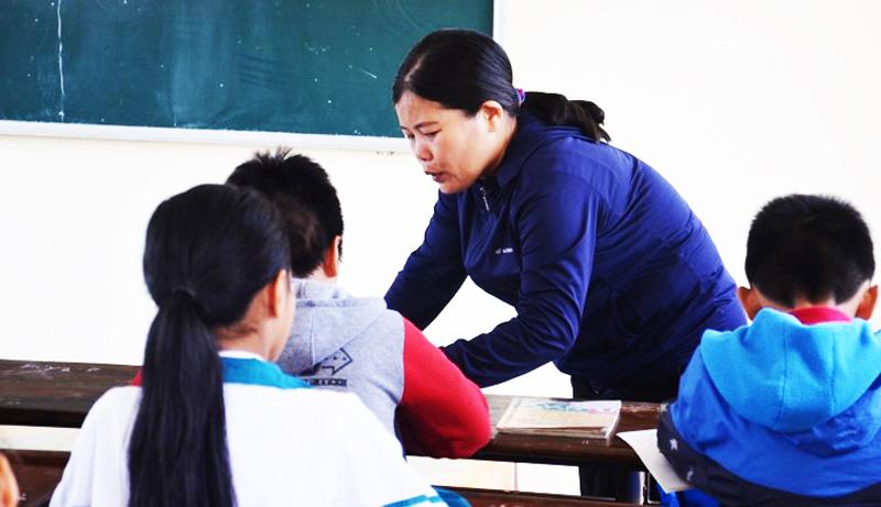 Cô giáo bắt trò tát bạn 230 cái mấy ngày không ăn uống gì và mong được tha thứ
