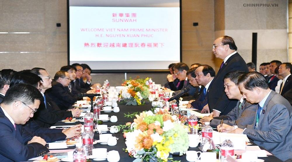 Thủ tướng và đại diện các doanh nghiệp Trung Quốc tại buổi tọa đàm.(Nguồn: Internet)