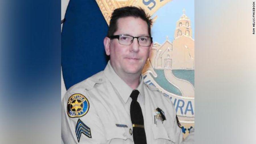 Phó cảnh sát trưởng hạt Ventura Ron Helus, người thiệt mạng trong vụ xả súng. (Ảnh qua Eltiempo)