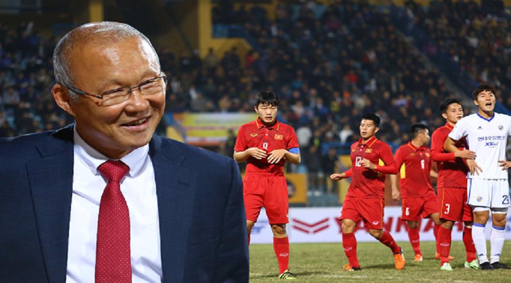 Thầy Park được hiến kế trước trận đâu gặp Philippines. (Ảnh: Internet)