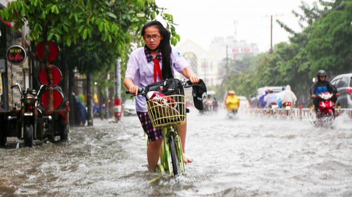 Khẩn: Toàn bộ học sinh TPHCM có thể được nghỉ học vào ngày mai (24/11) để tránh bão Usagi